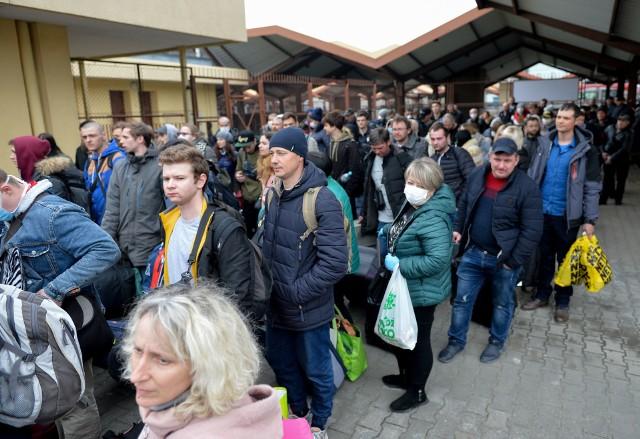 Cztery specjalne pociągi ukraińskich kolei wywożą ludzi z Polski na Ukrainę. Wszystkie odjadą w piątek (20 marca) z Przemyśla i przez Lwów dojadą do Kijowa. Pasażerowie muszą kupować bilety.