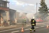 Suchy Las: Pożar budynku gospodarczego. Na miejscu interweniowało pięć zastępów straży pożarnej [ZDJĘCIA, WIDEO]