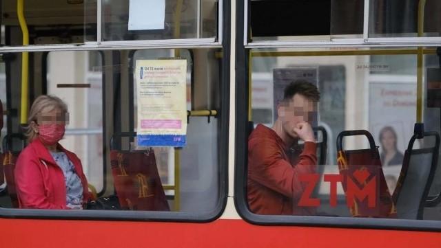 Co zrobić, gdy w tramwaju czy autobusie podróżuje pasażer bez maseczki, a my boimy się infekcji koronawirusem? Zwrócić mu uwagę? A może iść do motorniczego lub kierowcy i zgłosić problem? Takie pytanie zadają sobie często osoby korzystające z usług MPK. Choć same przestrzegają przepisów i zasłaniają usta oraz nos, obok nas z reguły znajdzie się ktoś, kto tego nie robi.CZYTAJ WIĘCEJ NA NASTĘPNEJ STRONIE