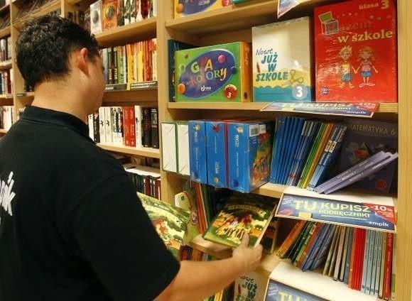 Dotychczas na zestaw książek dla pierwszoklasisty rodzice musieli wydać około 200 zł. Plus koszt podręcznika do angielskiego 70-80 zł.