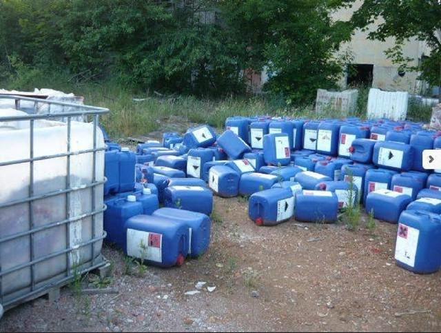Teren firmy, na którym znajdowały się pojemniki m.in. z kwasem solnym nie był odpowiednio zabezpieczony