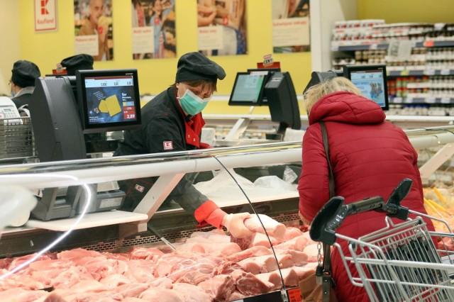 Mięso było wśród tych produktów żywnościowych, którego ceny w ostatnich miesiącach mocno podskoczyły w górę. W których województwach ceny mięsa były najniższe? Gdzie za mięso zapłacimy najmniej?
