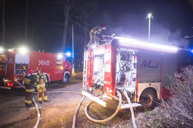 Cztery zastępy straży pożarnej brały udział w akcji.