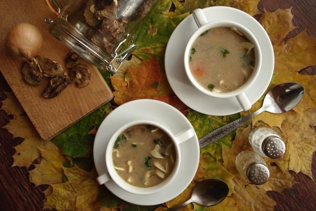 Macie ochotę na pyszną zupę grzybową jak u babci? Zobaczcie sprawdzone przepisy naszych Czytelników (w tym Kół Gospodyń Wiejskich) na najlepsze zupy grzybowe.