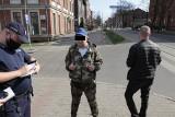Antycovidowcy demonstrowali w Rudzie Śląskiej. Marsz Wolnych Ślązaków nie był liczny. Policja rozdawała mandaty