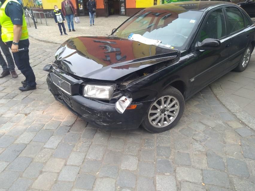 Karambol z udziałem czterech aut na skrzyżowaniu ulic...