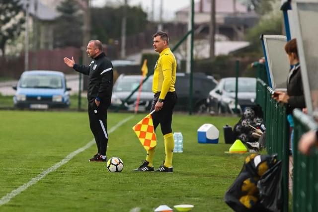 Trener Olimpii Zambrów Tomasz Kulhawik nie może narzekać na wyniki swojej drużyny