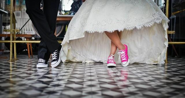 Które znaki zodiaku nie chcą małżeństwa a myśl o ślubie je przeraża? Osoby spod których znaków zodiaku trudno namówić na ślub? Oto ranking znaków zodiaku od tych, którzy najbardziej unikają ślubu, do tych, którzy marzą o ślubnym kobiercu. Sprawdź! Odszukaj swój znak zodiaku na kolejnych slajdach >>>>>