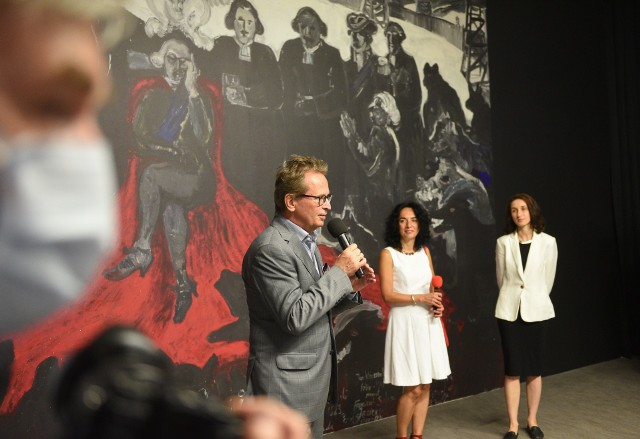 Od lewej: kurator wystawy Krzysztof Stanisławski oraz jej koordynatorki: Paulina Kuhn i Renata Sargalska