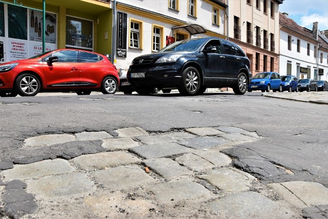 MZD planuje remont ul. Malczewskiego na odcinku od ul. Osmańczyka do pl. św. Sebastiana. Obecnie stan drogi pozostawia wiele do życzenia