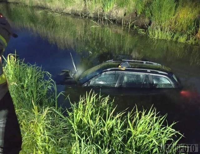 W Namysłowie bmw wpadło do rzeki.