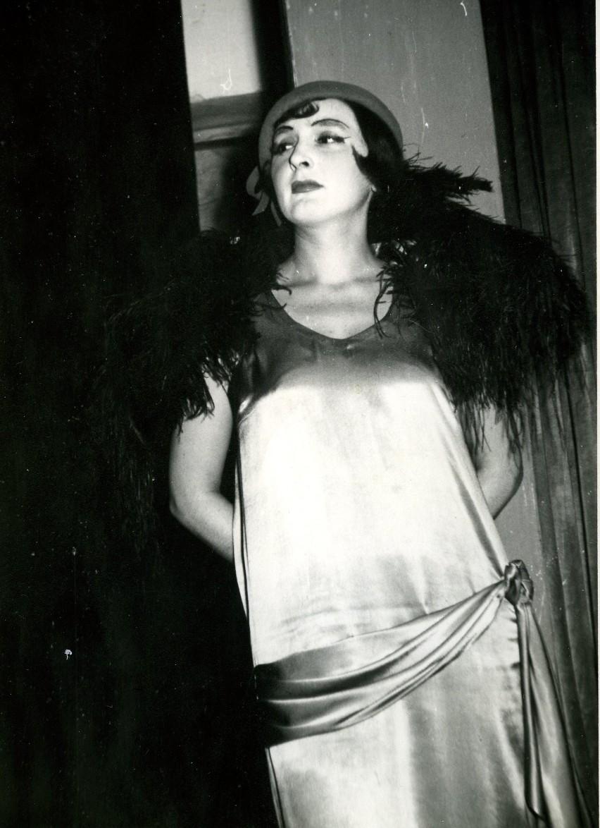 """Lucyna Legut w sztuce """"Szewcy"""" S. I. Witkiewicz, Teatr..."""
