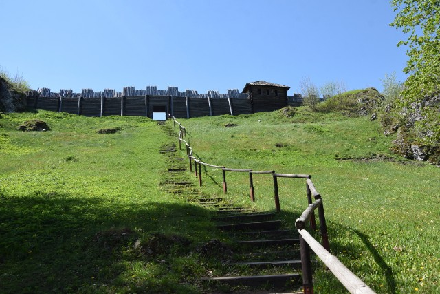 Gród na Górze Birów czeka na turystów. Dla nich też będzie remontowany.
