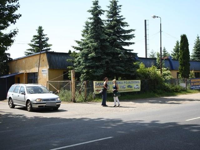 Działkę o powierzchni 23 564 metrów kw. miasto chce sprzedać za 1mln 600 tys. złotych.