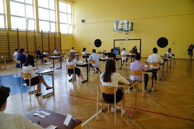 Egzamin ósmoklasisty w tym roku z powodu epidemii zostanie przeprowadzony w zaostrzonym rygorze sanitarnym