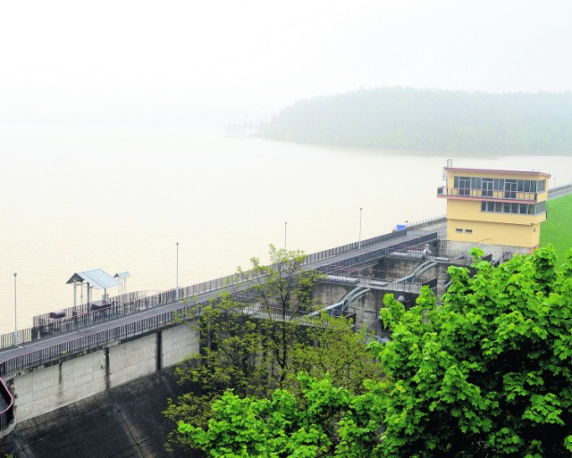 Ze zbiornika w Dobczycach od piątku zwiększano zrzuty wody