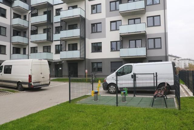 Deweloperzy i inwestorzy udostępniający na rynku mieszkania, wzrost cen nieruchomości tłumaczą w dużej mierze podniesieniem się stopy życiowej Polaków i wzrostem dochodów w naszym kraju.
