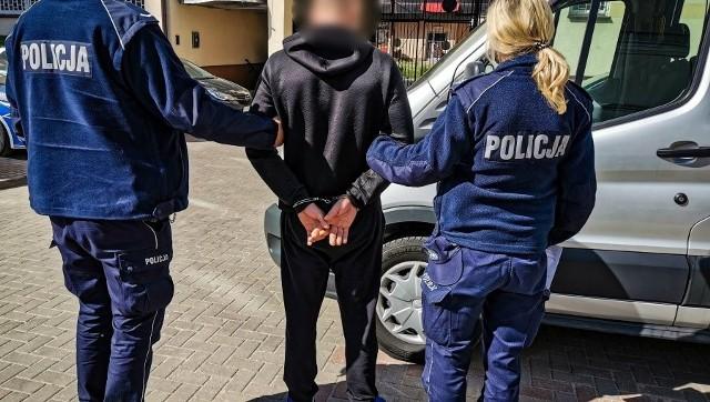 Podejrzani mają od 28 do 45 lat. Najstarsza z nich kobieta była poszukiwana dwoma listami gończymi za kradzież.