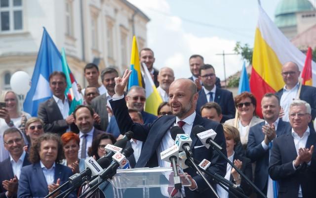 Na kilka dni przed wyborami Konrada Fijołka wsparli samorządowcy z największych miast w Polsce.