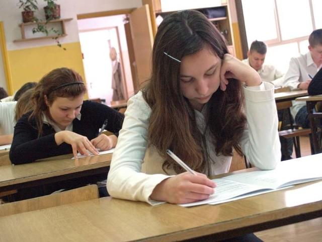 Próbny egzamin humanistyczny w Zespole Szkół nr 13 w Koszalinie zdawało 59 dziewcząt i chłopców