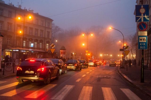 Miasta walczą z zanieczyszczeniem powietrzaMimo zakazu spalania paliw stałych w Krakowie ciągle obecny jest smog.