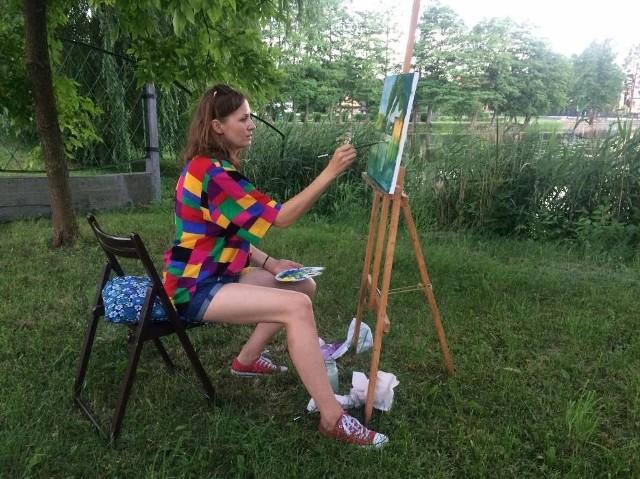 Uczestnicy warsztatów plastycznych online w Inowrocławiu będą malować obrazy o tematyce przyrodniczej