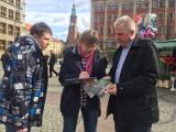 PO: Musimy zatrzymać złą zmianę w polskiej szkole. Politycy zbierają podpisy w sprawie referendum