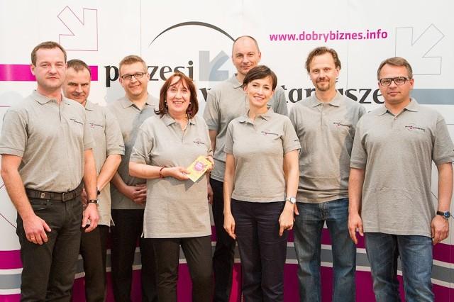 Prezesi znanych firm zostali aktorami i pomocnikami w teatrze Prezesi-wolontariusze w Teatrze Studio w Warszawie.