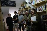 Na Głównej powstała pierwsza biblioteka sąsiedzka w Poznaniu. Dzięki publicznej zbiórce zgromadzono blisko 2,5 tysiąca książek