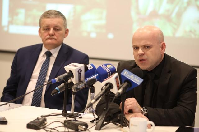 Stanisław Sienko, wiceprezydent Rzeszowa oraz Grzegorz Materna, dyrektor Szpitala Miejskiego w Rzeszowie, zapowiedzieli, że miasto będzie walczyć, aby pieniądze wróciły na konto szpitala.
