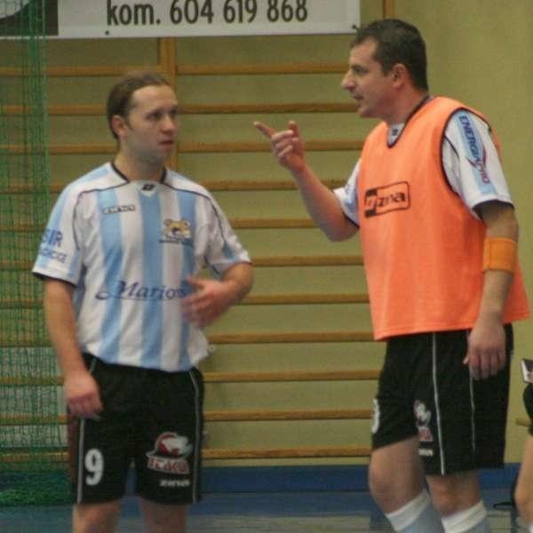 Dariusz Lubczyński (z prawej) poprowadzi w tym sezonie zespół wspólnie z Mateuszem Miką. Tomasz Wróblewski (z lewej) ma być jednym z jego liderów.