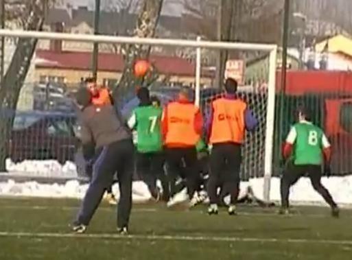 W drugim zimowym meczu sparingowym piłkarze Gryfa Słupsk doznali drugiej porażki. Na sztucznym boisku przy ulicy Zielonej przegrali z IV-ligową Sławą Sławno.