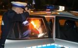 Pijany kierowca uderzył w drzewo, porzucił pojazd a w nim martwego pasażera!