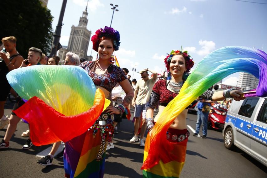 Parada Równości 2021 przeszła ulicami Warszawy [ZDJĘCIA] [WIDEO] Biedroń apeluje do opozycji