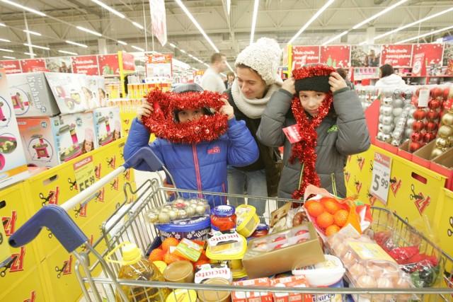 Przygotowanie świątecznych potraw i zakup upominków pochłoną w tym roku więcej pieniędzy niż przed ubiegłorocznymi świętami