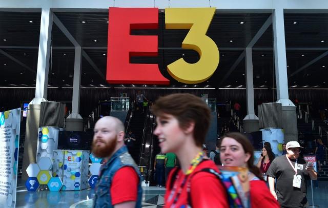 Electronic Entertainment Expo (w skrócie E3) to największe targi dotyczące rozrywki elektronicznej. Nie tylko gier wideo, ale także sprzętu dla graczy i do użytku codziennego. E3 jest dla graczy swego rodzaju świętem, którego opuszczenie wiąże się z brakiem wielu informacji na temat ulubionych marek. Jak będzie wyglądało E3 2019? Start już 8 czerwca. Zobaczcie rozpiskę!
