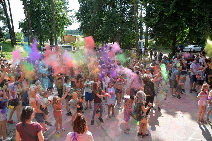 Święto Kolorów Holi na sępoleńskiej plaży