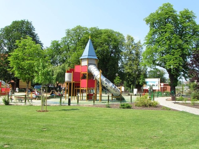 Magiczny plac zabaw na Wyspie Młyńskiej to ulubione miejsce zabaw dzieci. W całym mieście placów, siłowni na wolnym powietrzu, boisk i kortów jest około 130