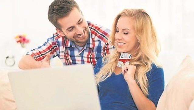 Co trzeci Polak za zakupy internetowe płaci kartą