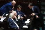 Sondaż: PiS bez większości. Ugrupowanie Hołowni trzecią siłą w Sejmie