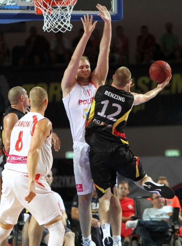 Torunianin Przemysław Karnowski grał z wysoką gorączką i był jednym z jaśniejszych punktów reprezentacji w meczu z Niemcami