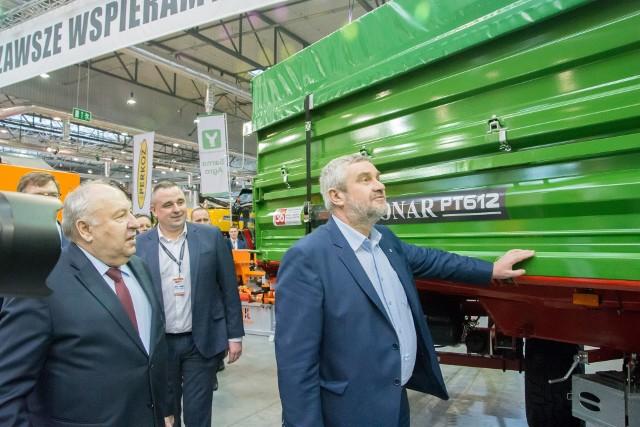 Minister Rolnictwa Jan Krzysztof Ardanowski (z prawej) razem z prezesem Pronaru Sergiuszem Martyniukiem