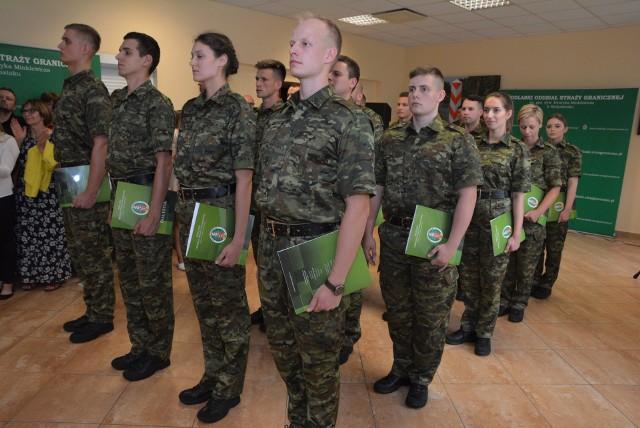 8 lipca, w komendzie Podlaskiego Oddziału Straży Granicznej odbyło się uroczyste ślubowanie 17 nowo przyjętych do służby funkcjonariuszy.
