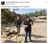 """Wykładowca UG ze strzelbą """"dobra na lovparady"""". Komisja Dyscyplinarna ukarała upomnieniem Dr Andrzeja Kołakowskiego"""