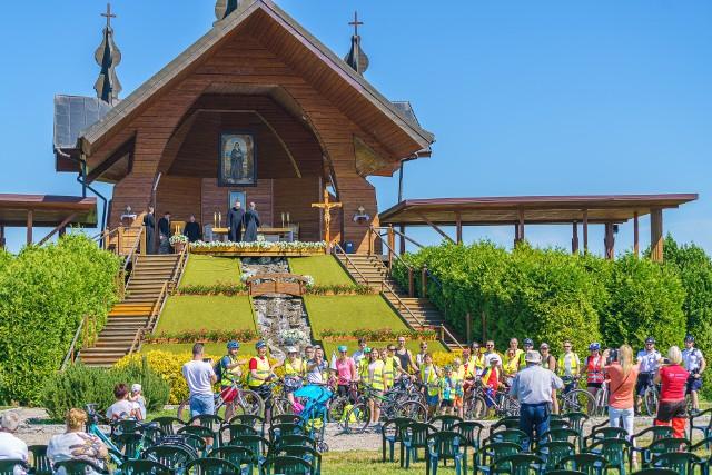 Rowerowa pielgrzymka dla każdego. Przy Ołtarzu Papieskim spotkały się setki osób podczas Diecezjalnego Święta Rodziny