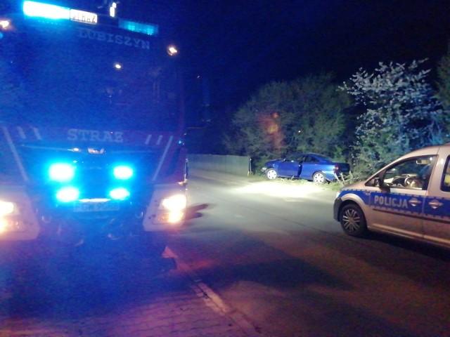 W nocy kierowca opla uderzył w drzewo w miejscowości Wysoka