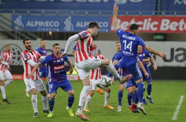 W ostatnim meczu Piast pokonał Cracovię 2:0