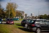 Niszczyli samochody w Łodzi. Policjanci zatrzymali dwóch wandali. Grozi im  do pięciu lat więzienia