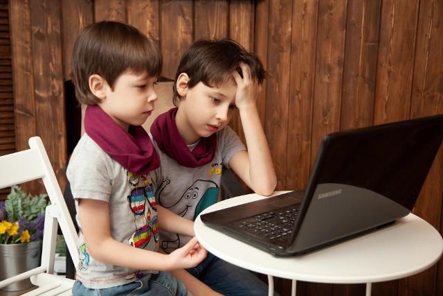 Środa, 25 marca, miała być pierwszym dniem obowiązkowej nauki zdalnej, którą MEN wprowadził rozporządzeniem. Uczniowie nie mogą jej jednak rozpocząć, bo padły dzienniki elektroniczne - alarmują w Internecie nauczyciele.