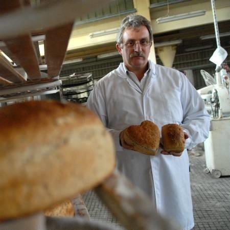 - Proces produkcji naszego chleba razowego trwa trzy doby, nic nie jest przyspieszane, nie dodajemy żadnych ulepszaczy czy barwników - zapewnia dyrektor ds. produkcji Mirosław Kamieniczny